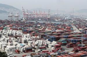 8월 수출 34.9%↑…누적 수출 최단기간 4000억 달러 돌파